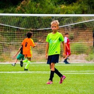 фото игрок ребенок в зеленой форме