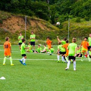 Эпизод матча фото из лагеря по футболу в Алуште 2015