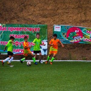 Мы атакуем в игре против соперника. Фото из лагеря по футболу