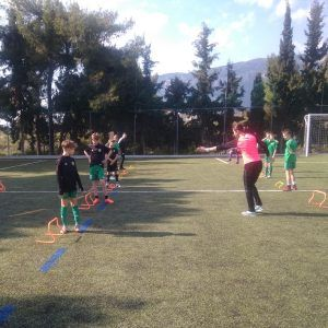 фото тренировка с барьерами в лагере