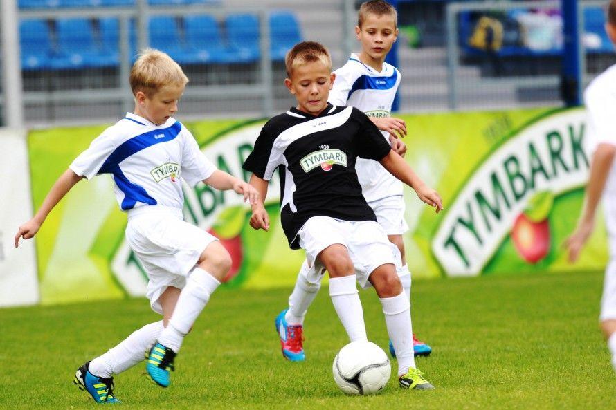 фото с игры в футбольном летнем лагере в Эстонии