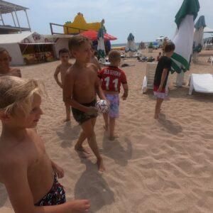 фото играем в футбол на море
