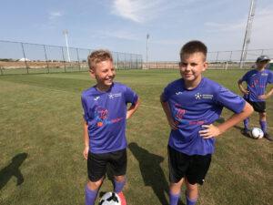 лагерь в Евпатории Планета Спорта двое ребят на трене