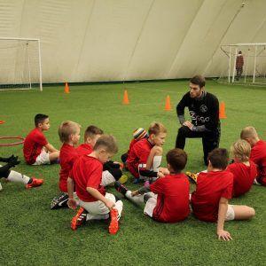 фото тренер с ребятами на поле
