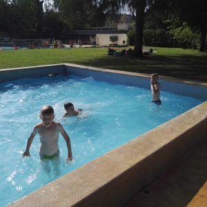 фото купаемся в бассейне лагерь барса 2018