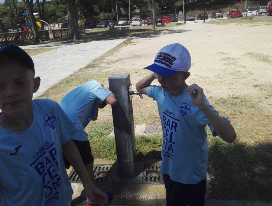фото лагерь в Барселоне водопой