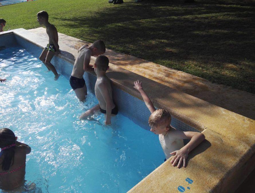 фото в бассейне лагерь в барселоне лето 2018