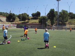 фото упражнения на поле в лагере Планета Спорта