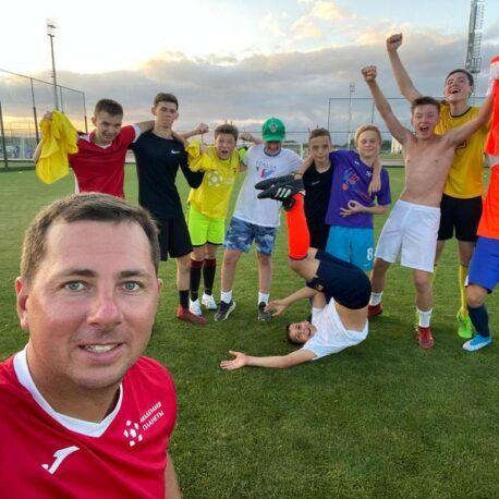 фото общее тренер и ребята