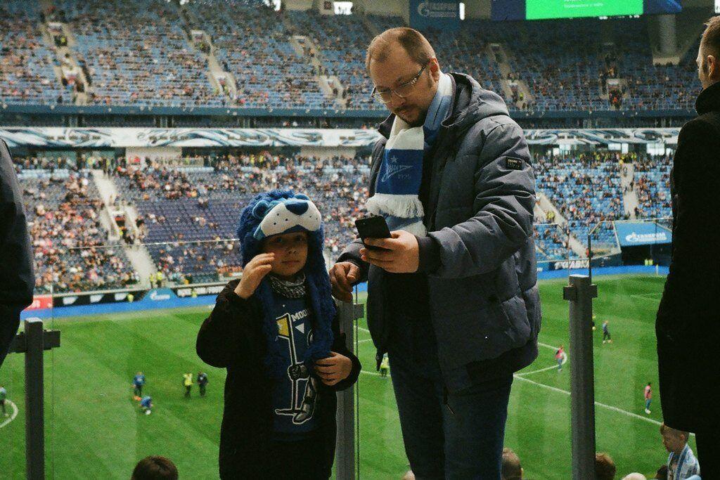 фото папа с ребенком на стадионе