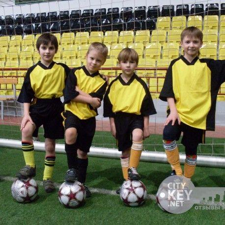 Участники футбольного лагеря в Алуште фото