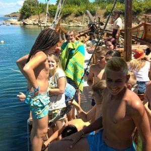 фото пиратский корабль в лагере в болгарии